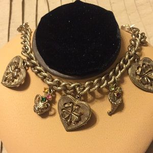 Vintage gold tone charm bracelet with 6 charms